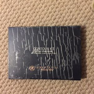 Anastasia Beverly Hills counter kit